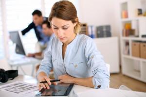 Apprenez les bases des RP digitales pour booster votre PME ! shutterstock 143568730 300x200